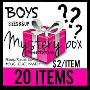 Boys 4-7 (20) item bundle Mystery box